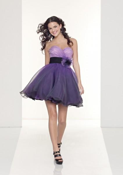 vestidos-de-debutantes-curtos-roxo-tomara-que-caia-423x600